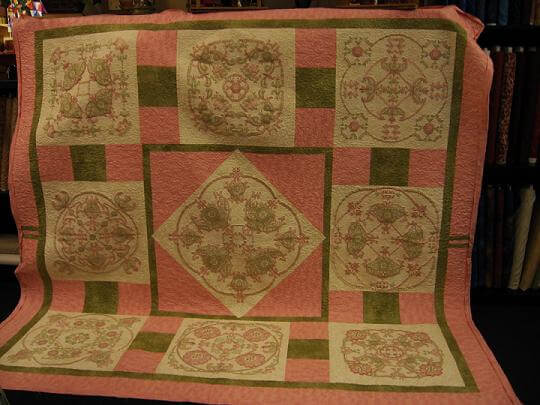 Kathy B.'s fabulous embroidered quilt !